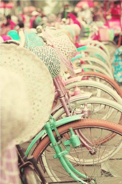 Planes veraniegos en la ciudad. Pasear en bicicleta por la ciudad